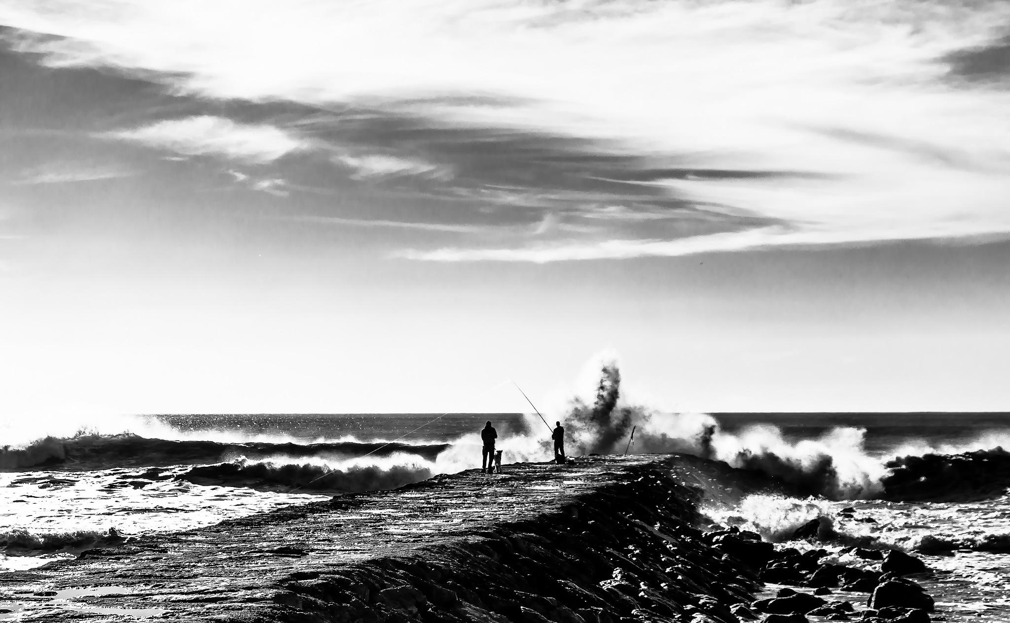 Far waves by victormar