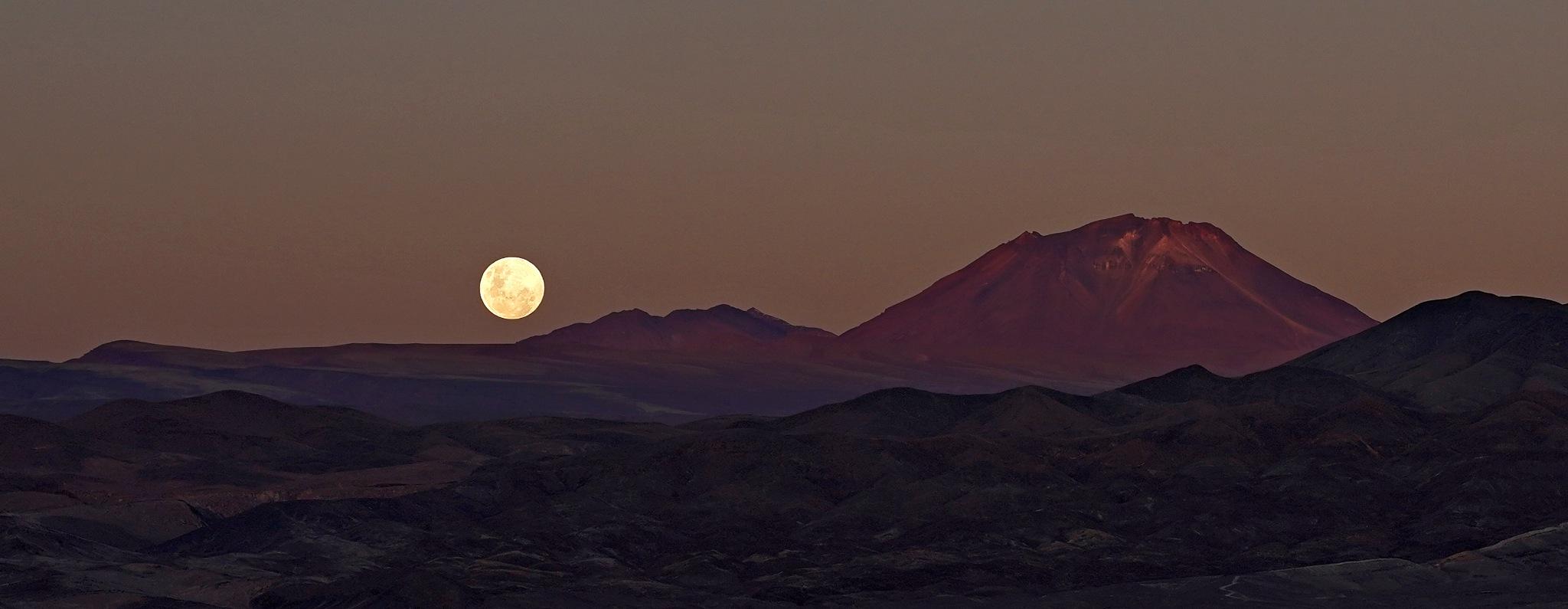 The moon over the Atacama ... by RenéBaldinger