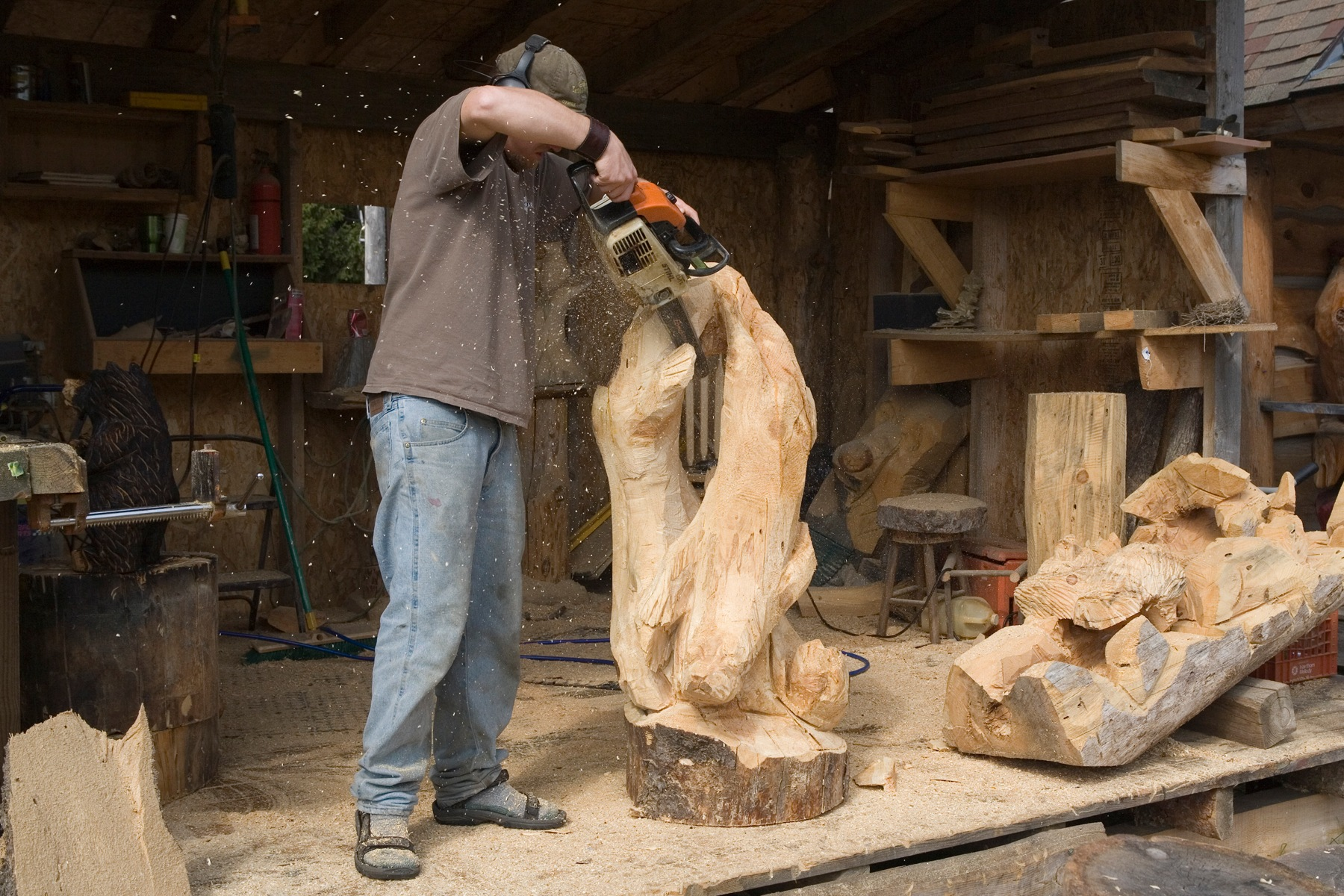 carving wood with a chain saw by Bernard Mordorski