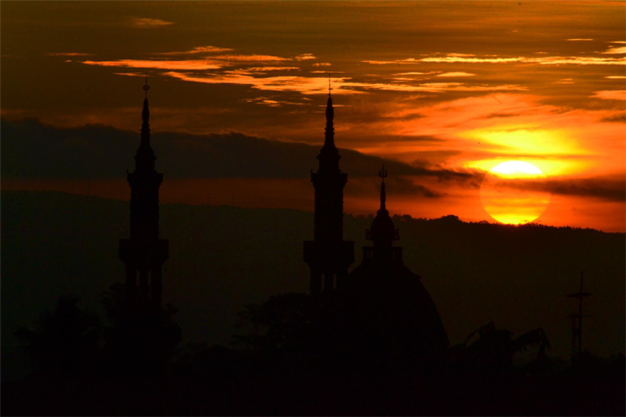 3 menara&Matahari Senja by Dewa Kelana VR