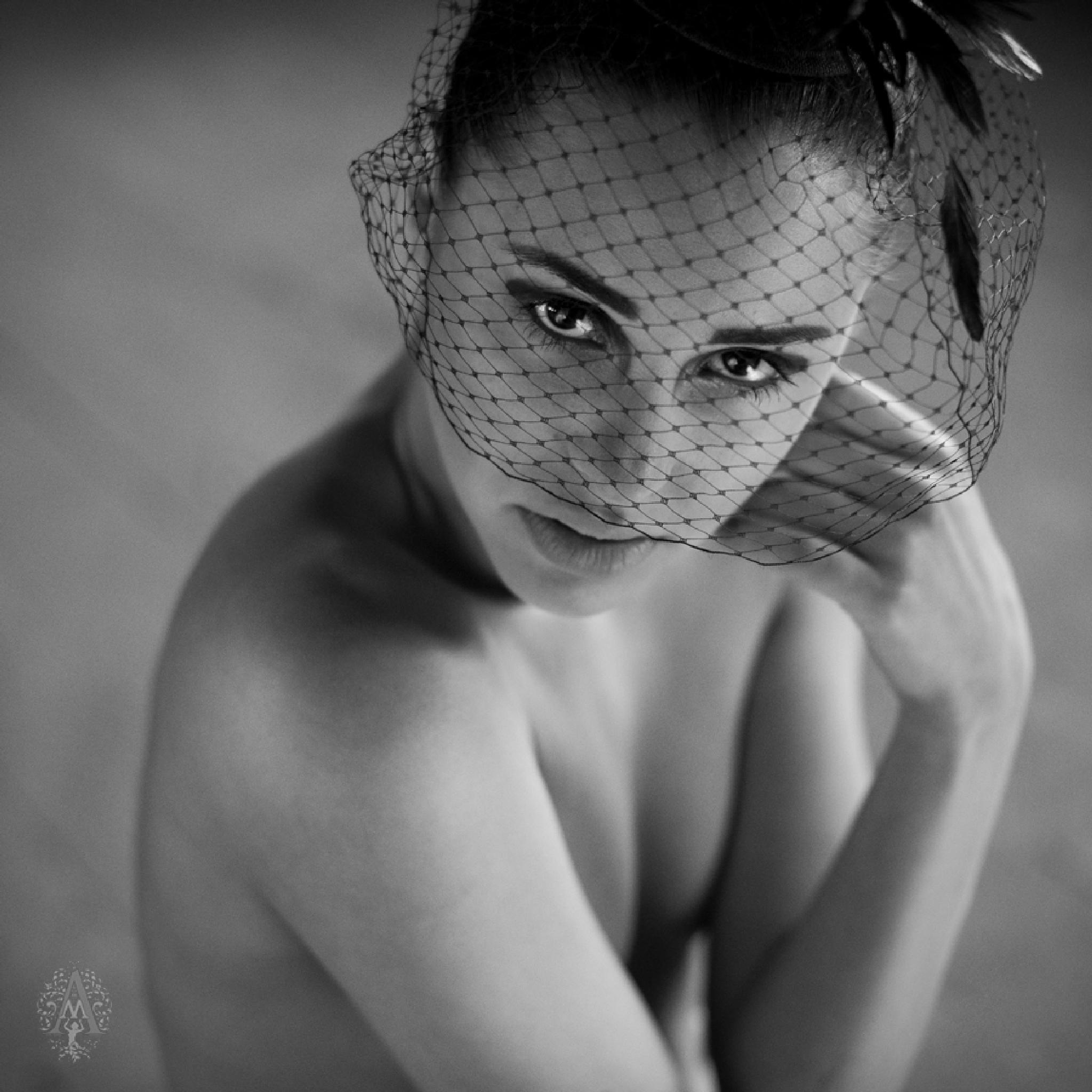 Em2 by Anna Mazur