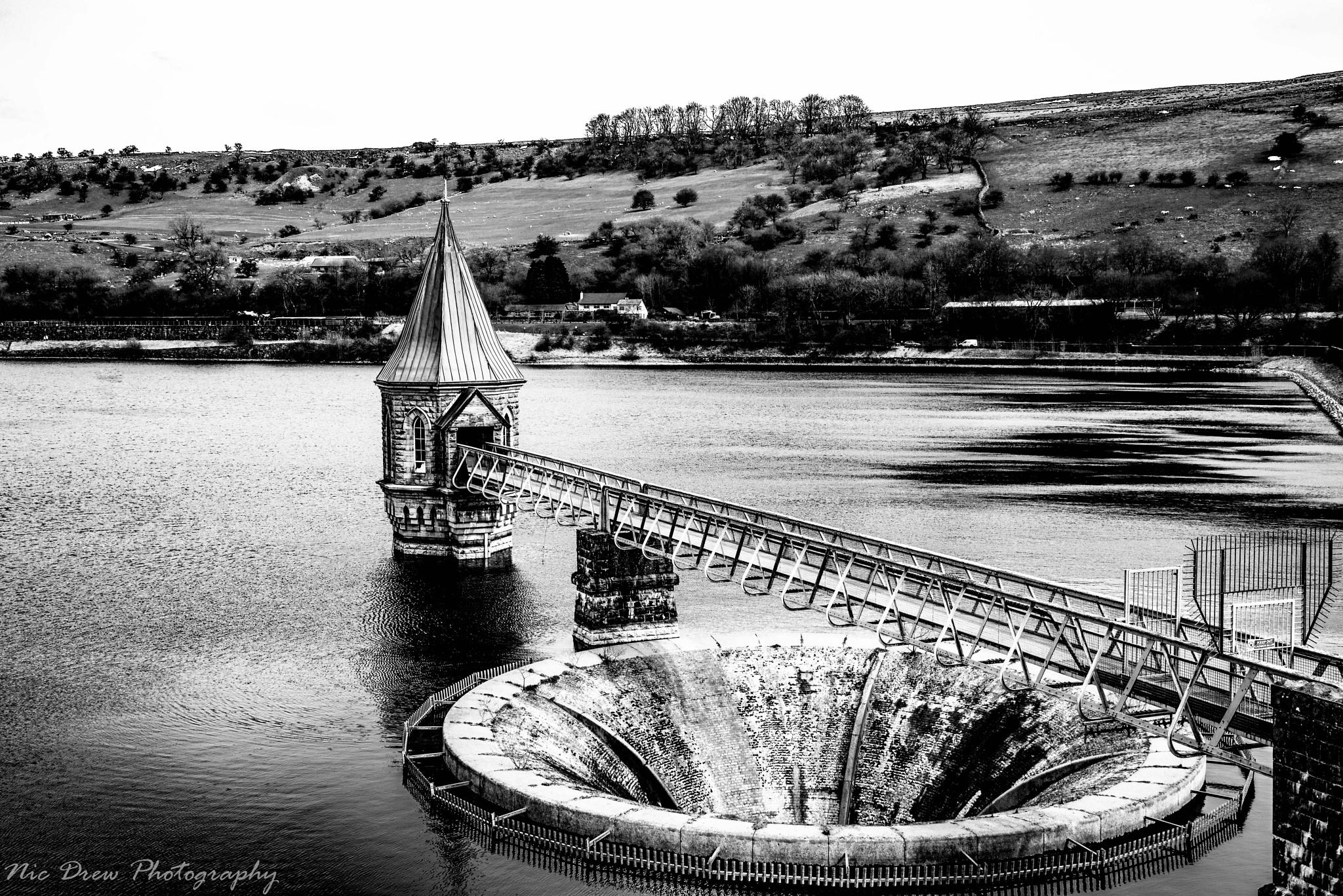 Reservoir overflow by Nic Drew