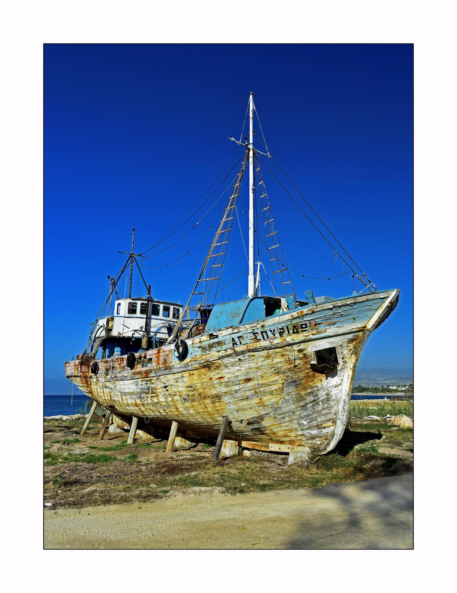 Ship Wreck by Trevor Robinson