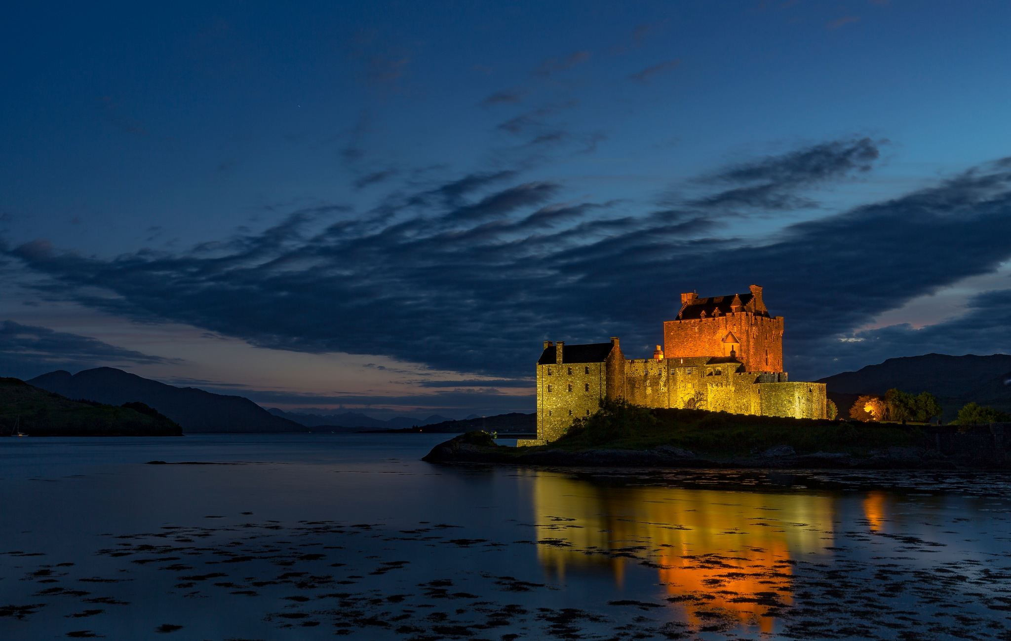 Eileen Donan Nightscape by andymax93