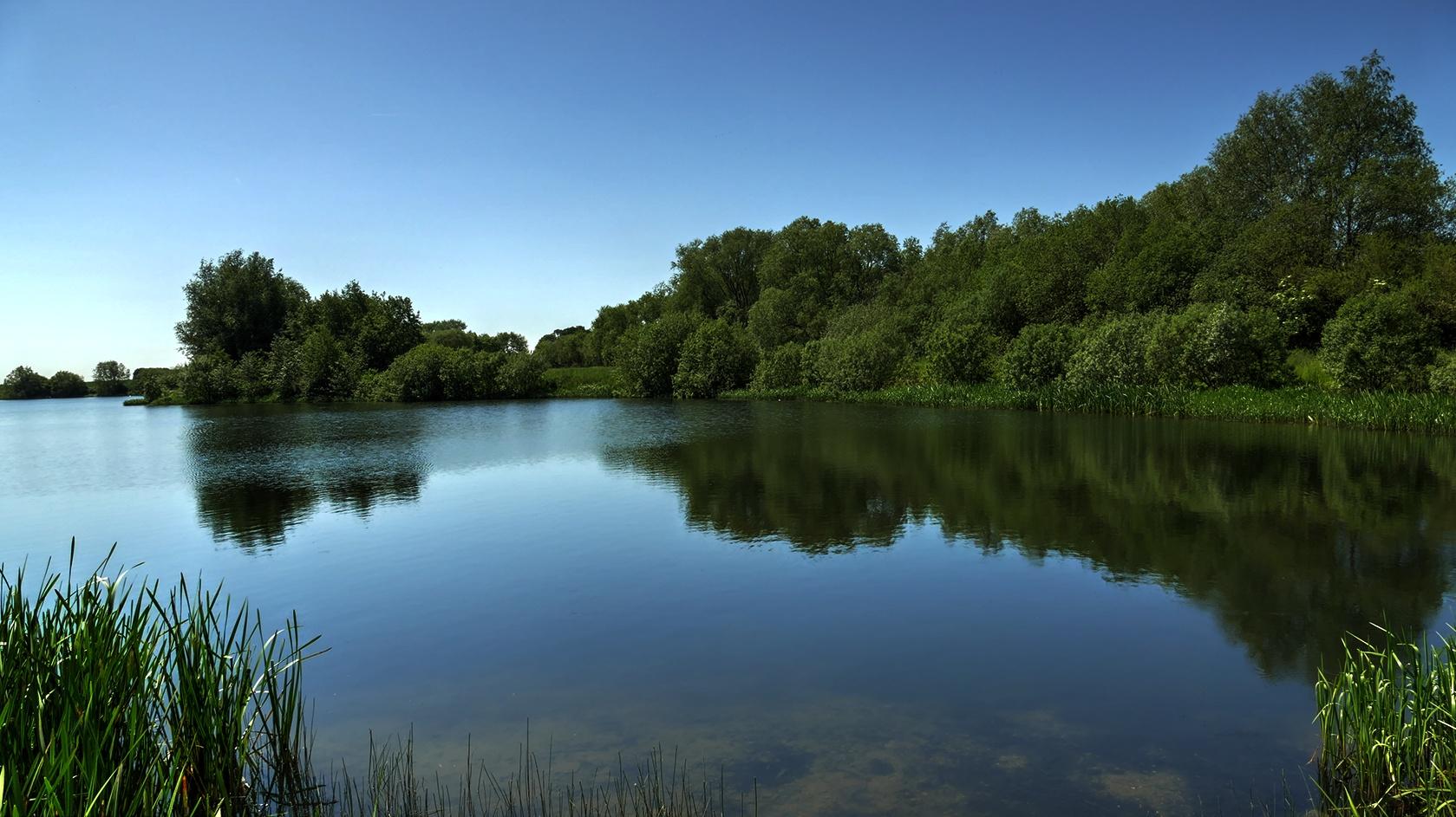 Radwell Pits Lake by Steven Iodice