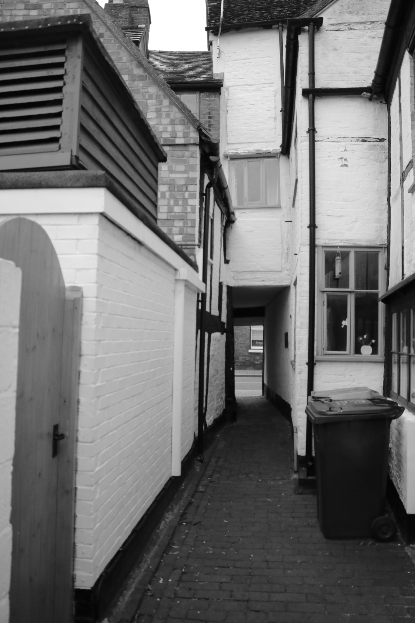 An alley, one of several alley ways in Tewkesbury by Mo Dessouki