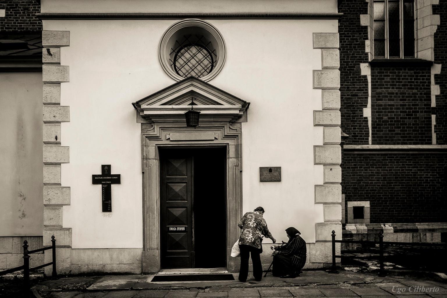 Cracovia - La bisognosa davanti alla Basilica Bozego Ciala by ugo