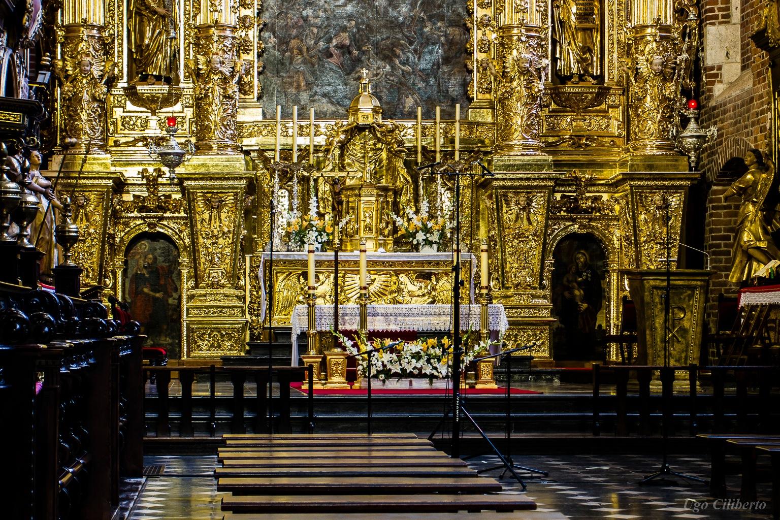 Cracovia - Interno della Basilica Bozego Ciala by ugo