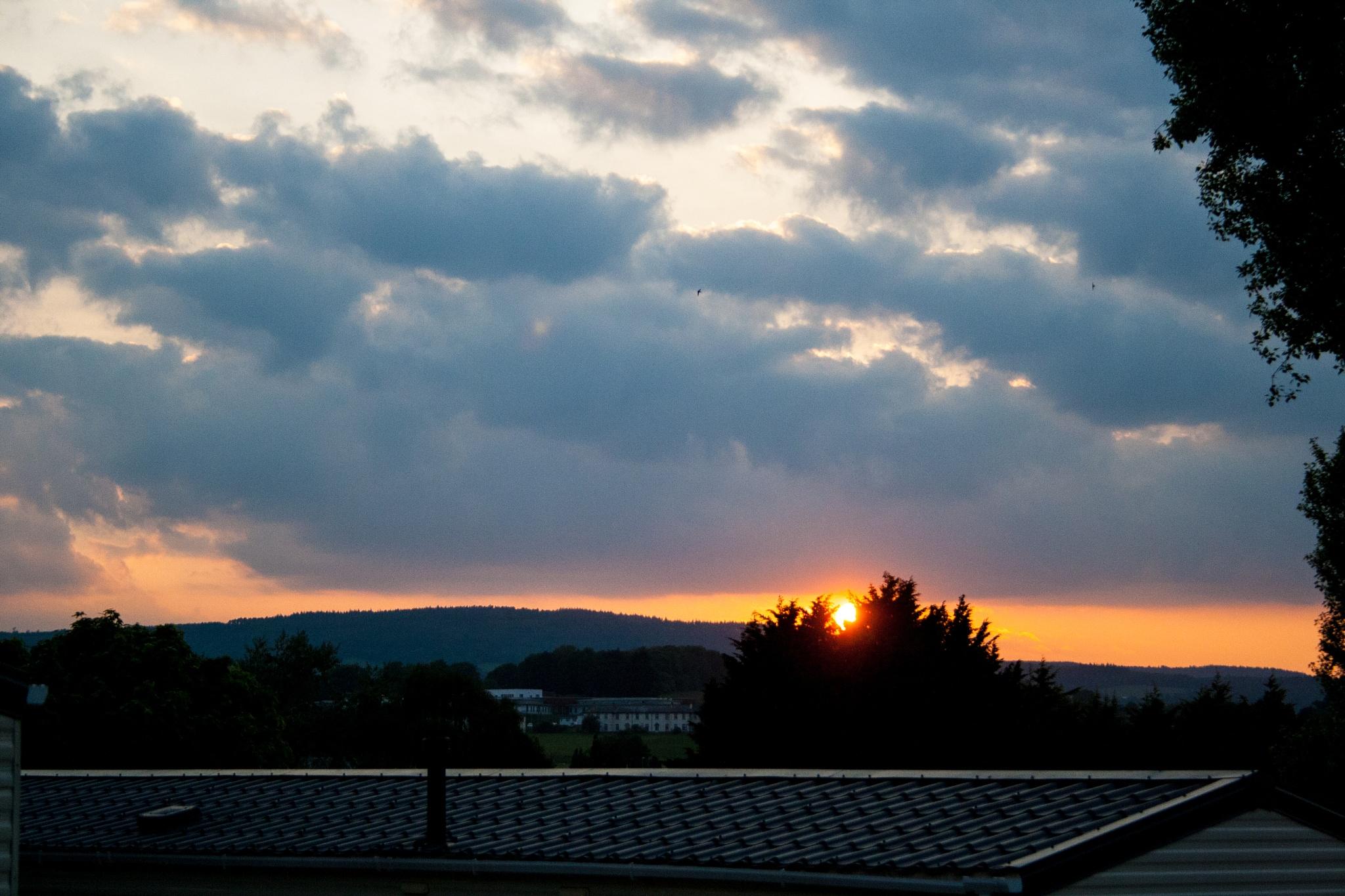 Setting Sun by Steve Rowe