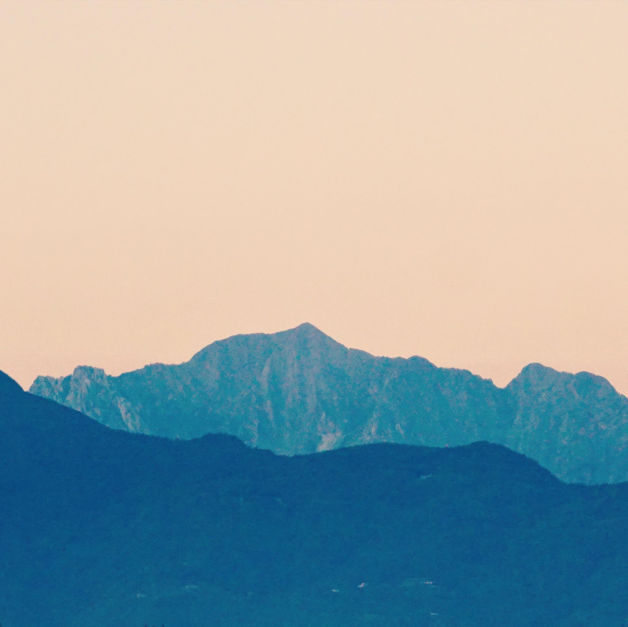 Tramonto sulle Alpi Apuane  by Mauro Corbucci
