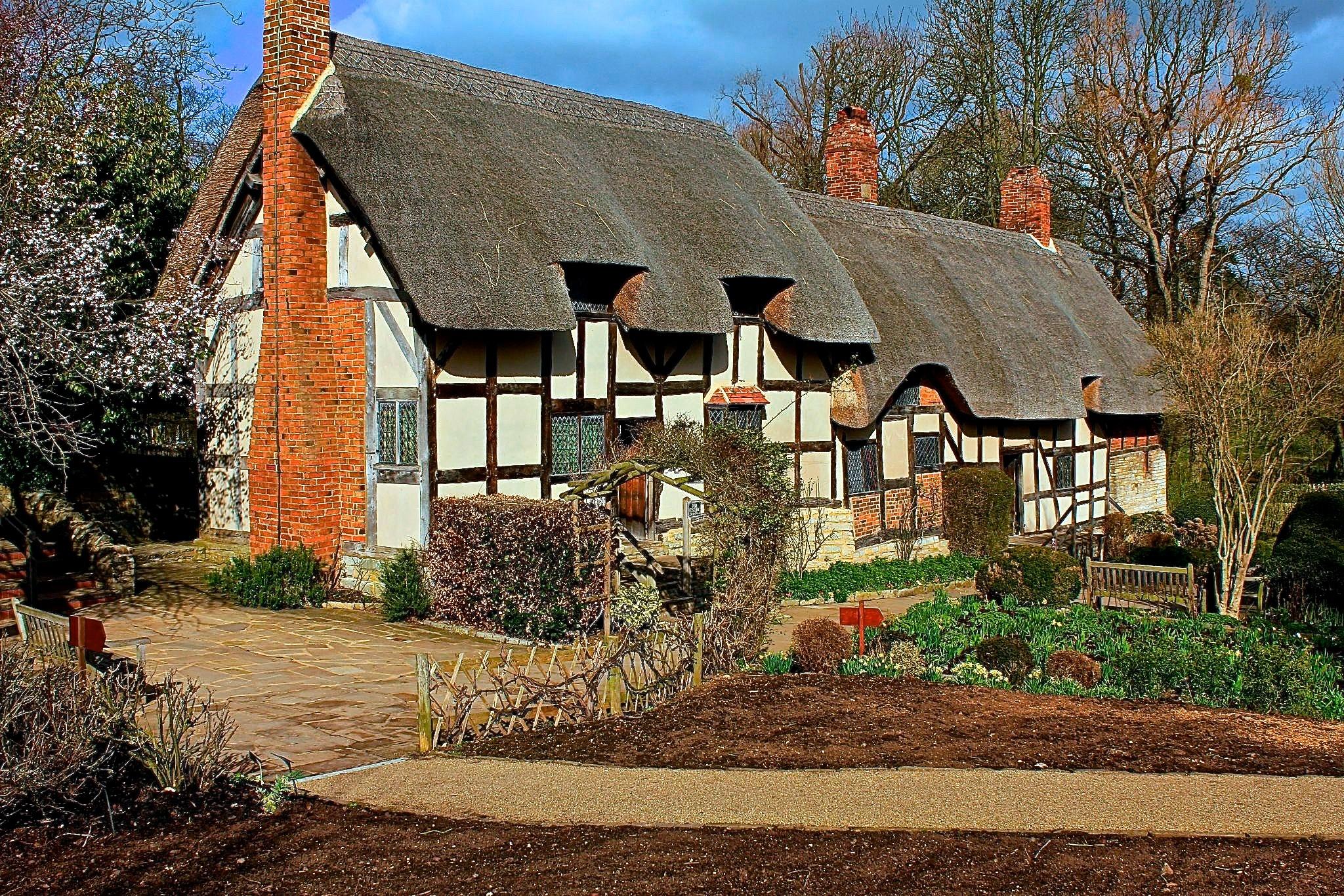 Ann Hathaway's Cottage by Barbara Skillen