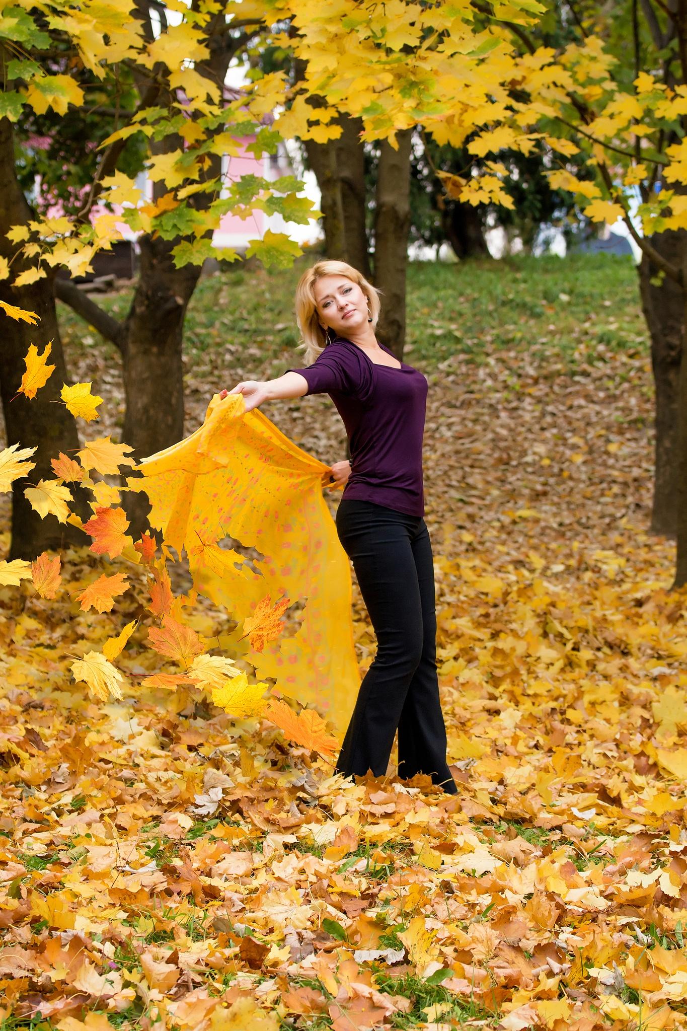 autumn fairy by Olena