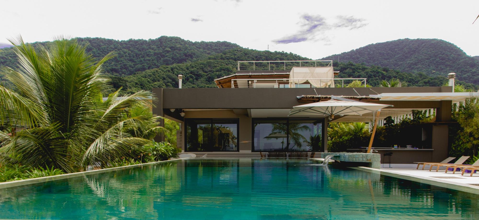 E uma bela piscina by Mauro Contilo