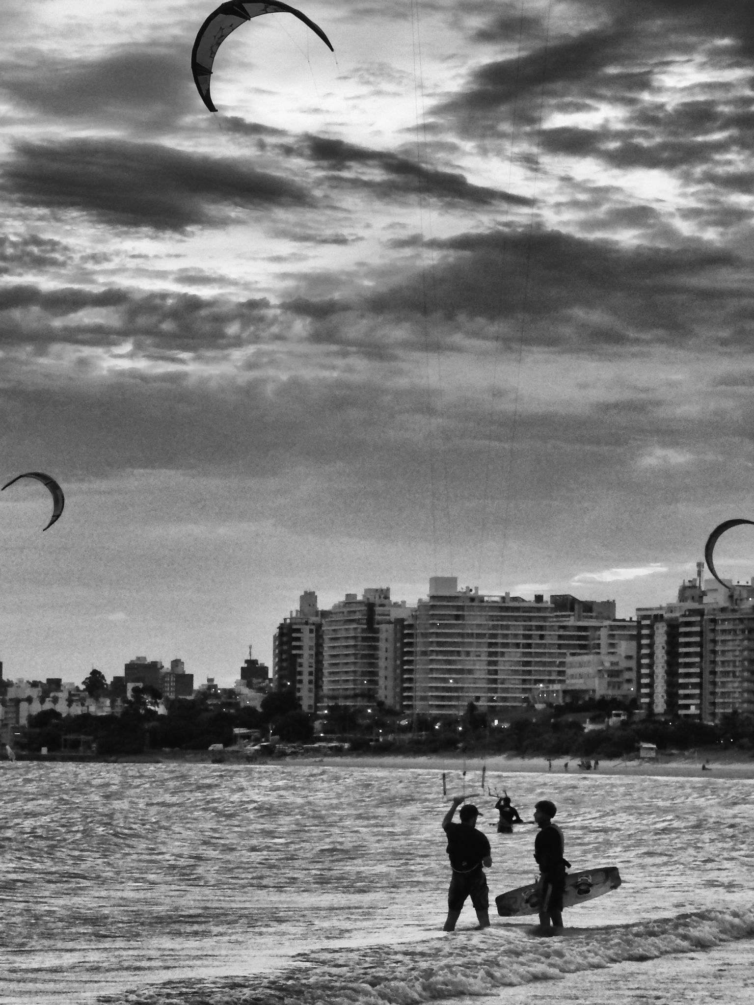 Kitesurfers by ernestovdp