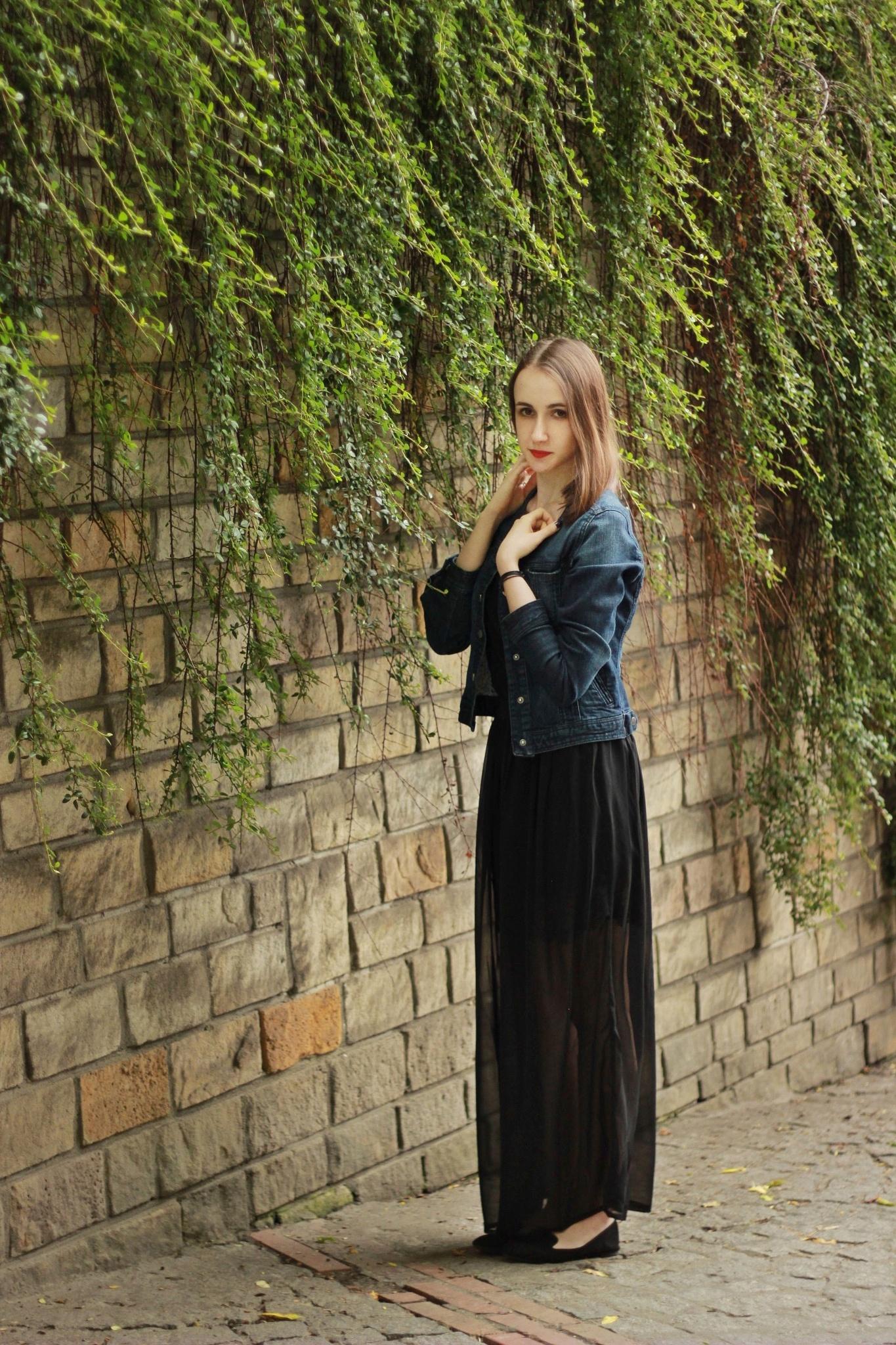 Ivy girl by Aneta Parzoń