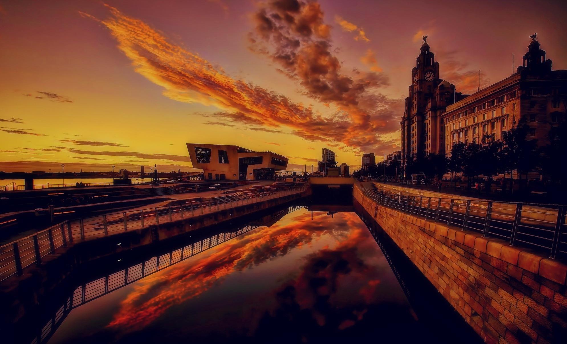 CLOUD CATCHER by Derek Tomkins