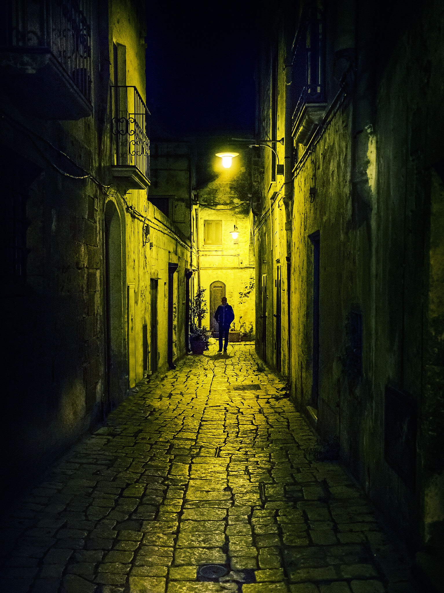 La strada e il silenzio by Rossella Paderno