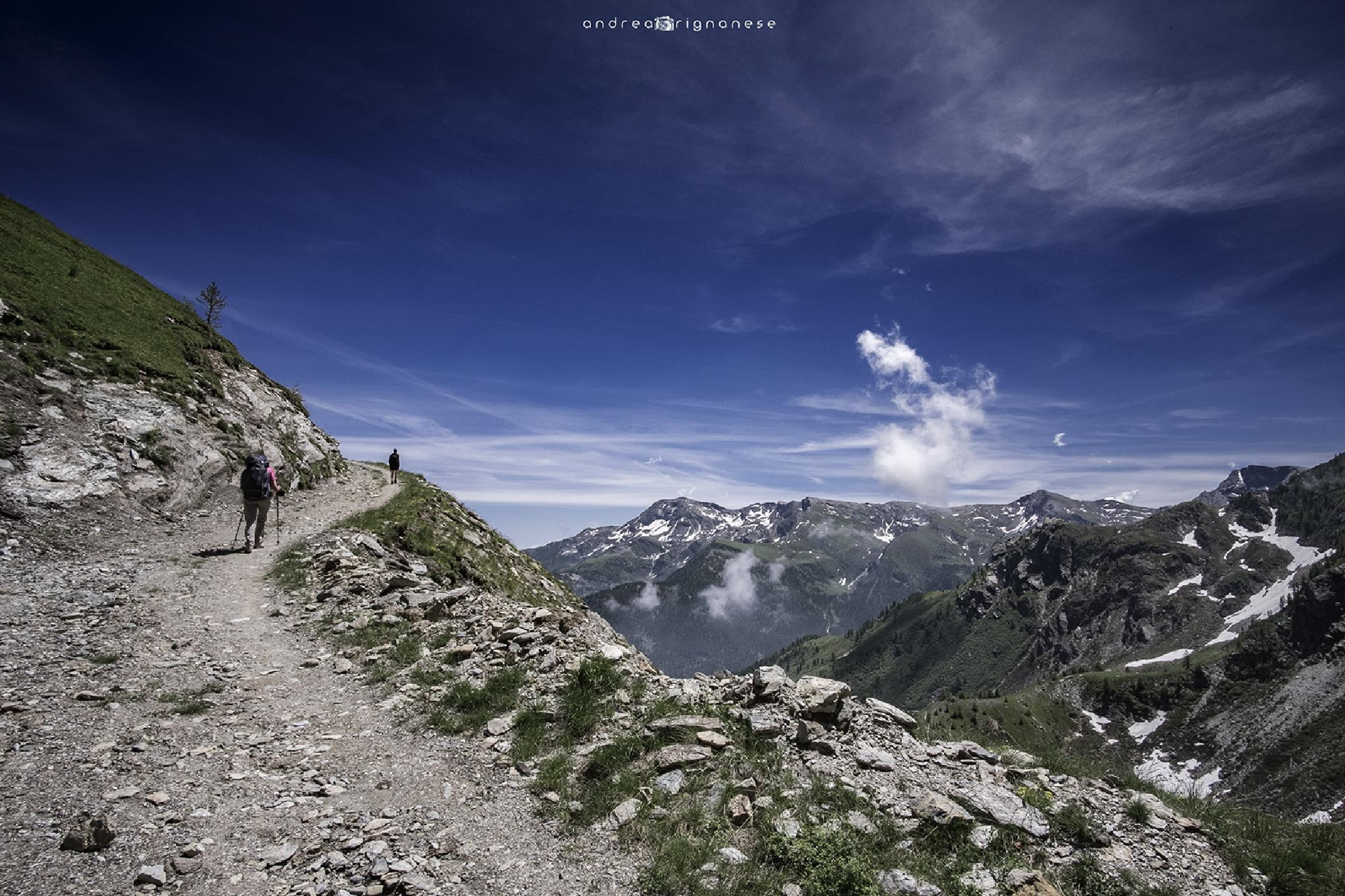 Walking to Barant by Andrea Rignanese