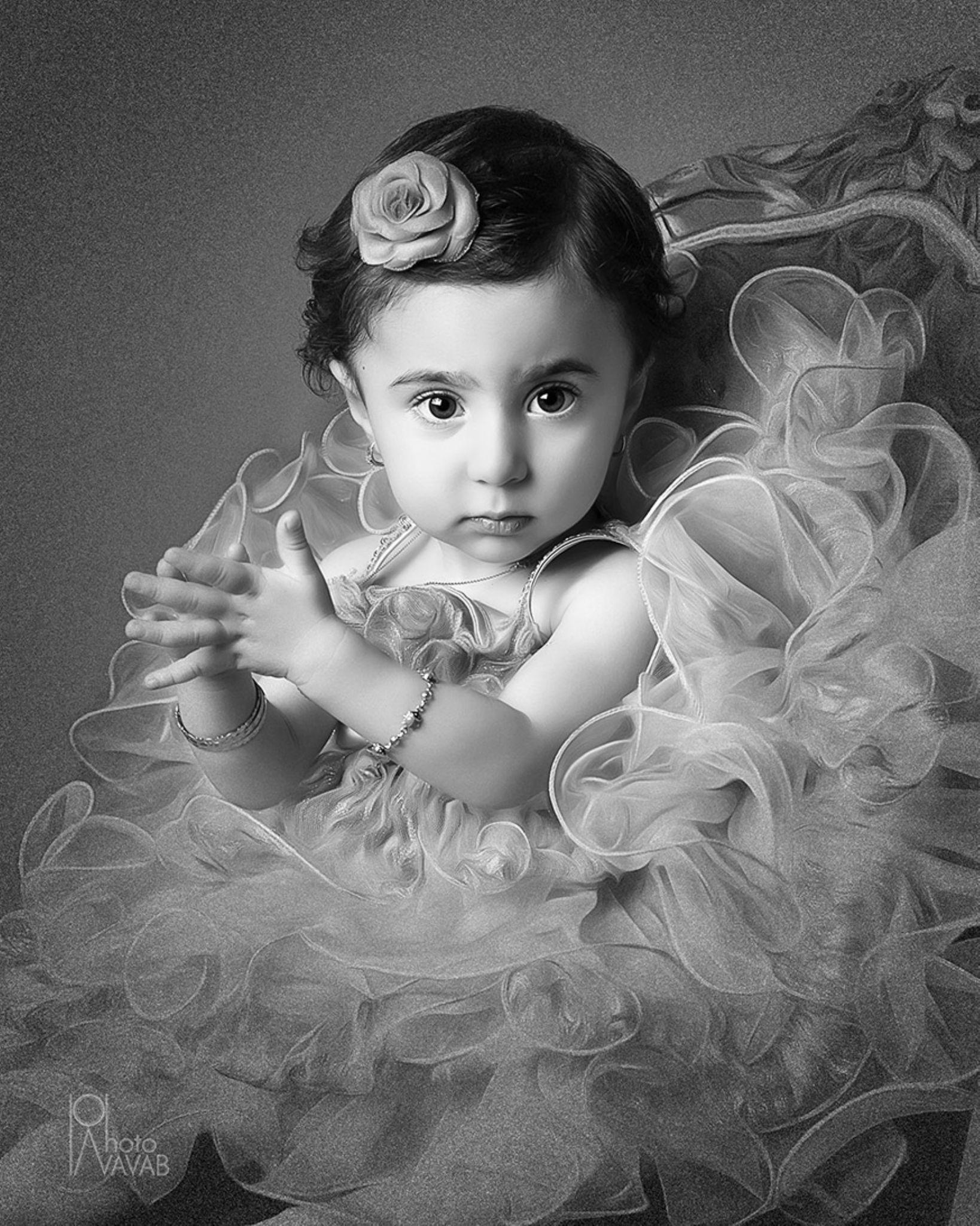 little girl  by Navab Ghadaksaz
