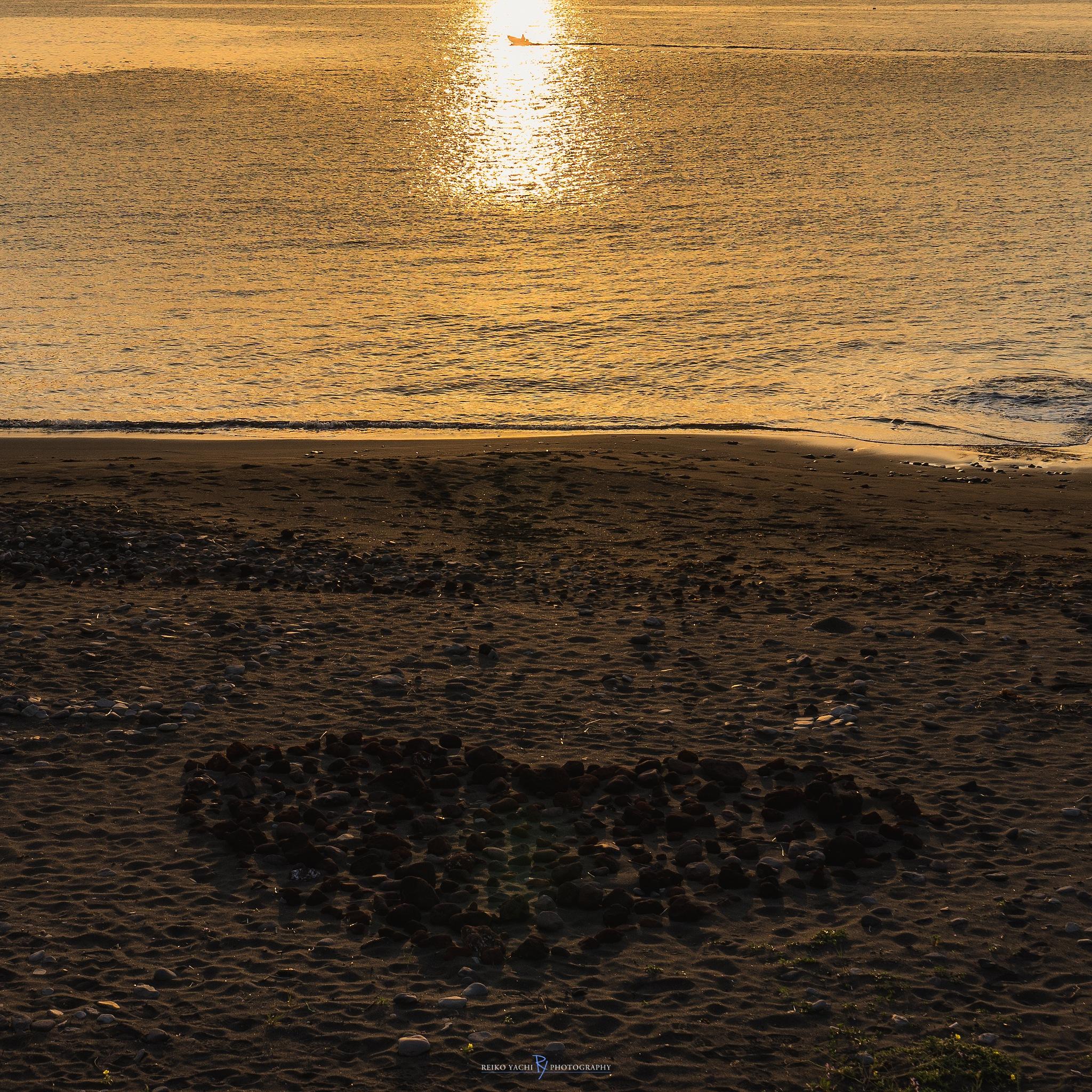 Heart on the beach by Reiko Yachi
