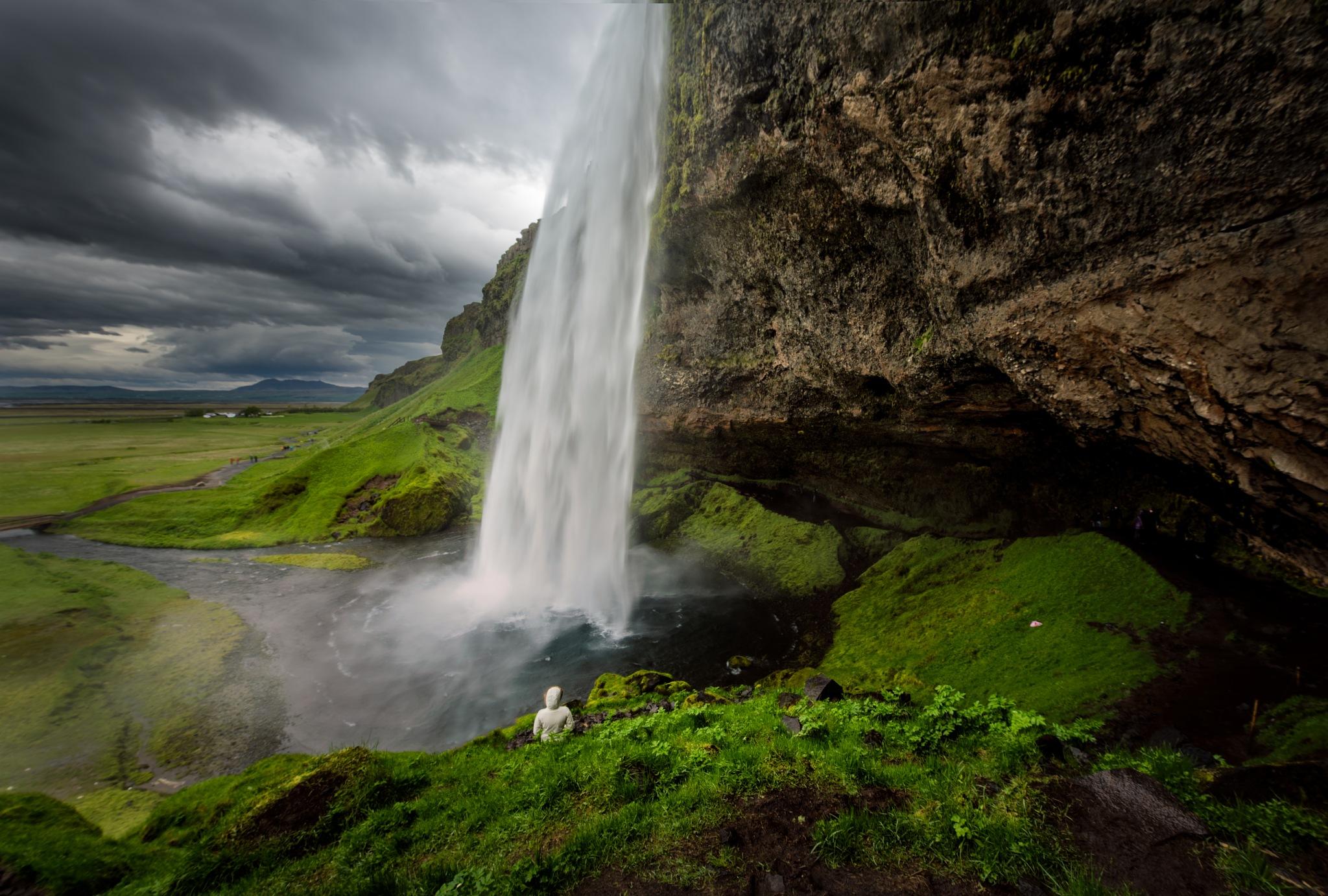 Seljalandsfoss by Robert Schmalle