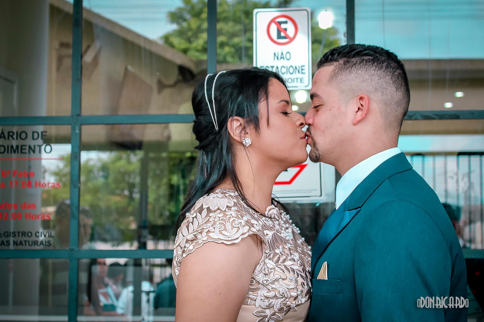 Casamento mau estacionado by Odon Ricardo Lyra