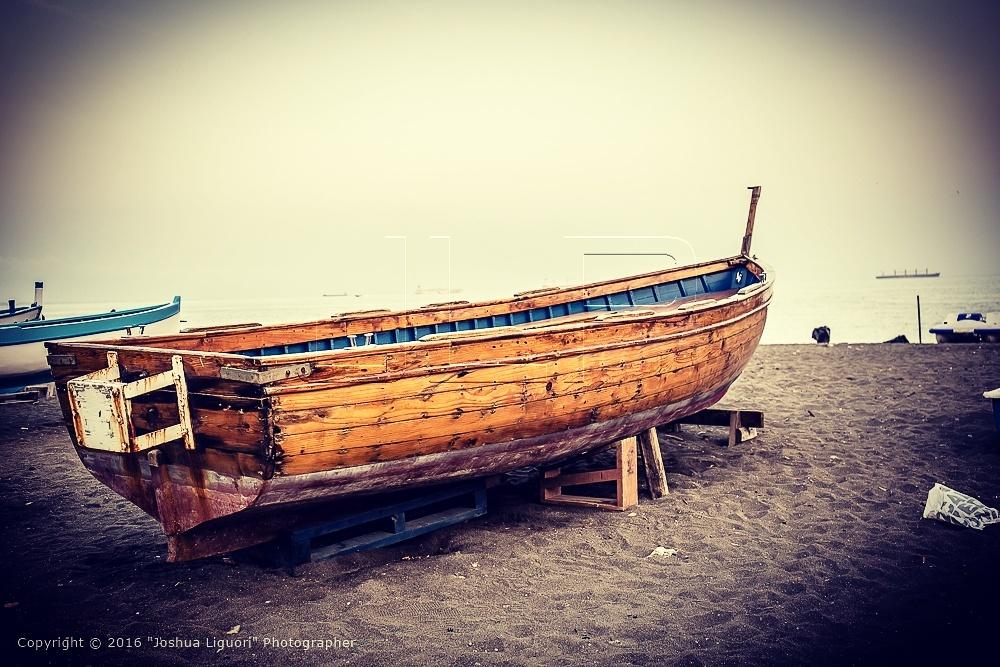 Old boat by joshualiguori
