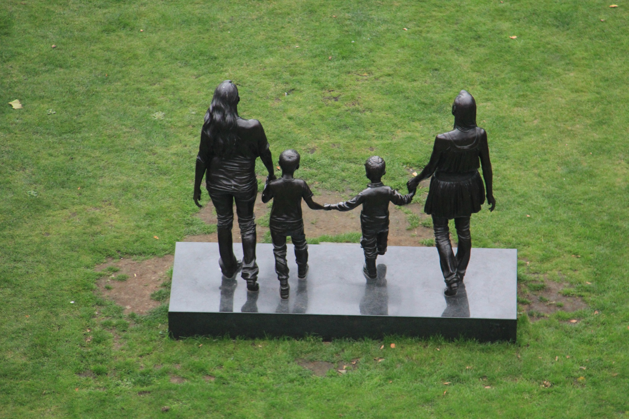 Family statue by Daveschoie