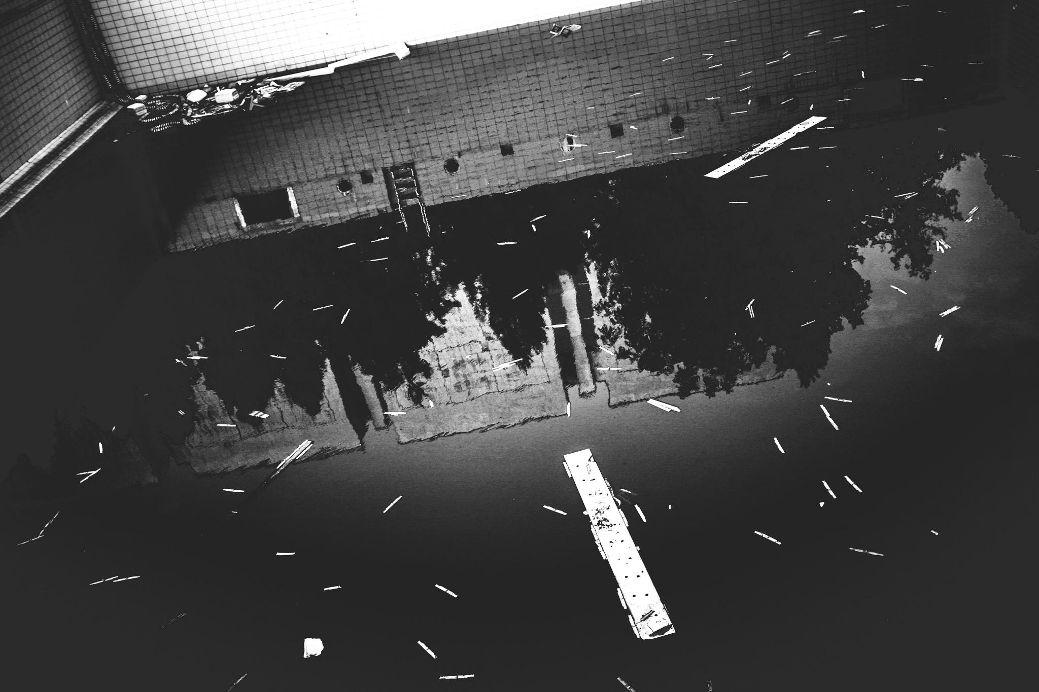 Urban Pool by Yaroslav Boshnakov