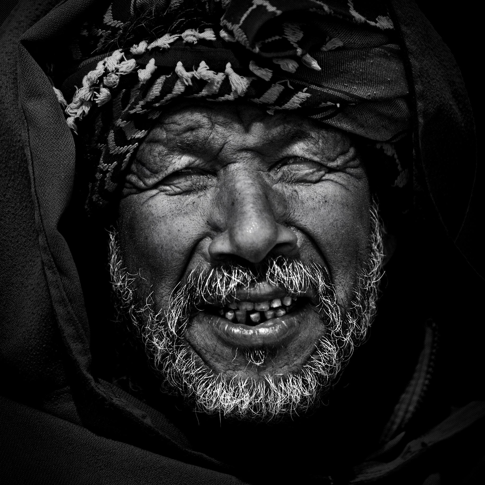 Le vieil homme à la kachabia by Bachir Fourar
