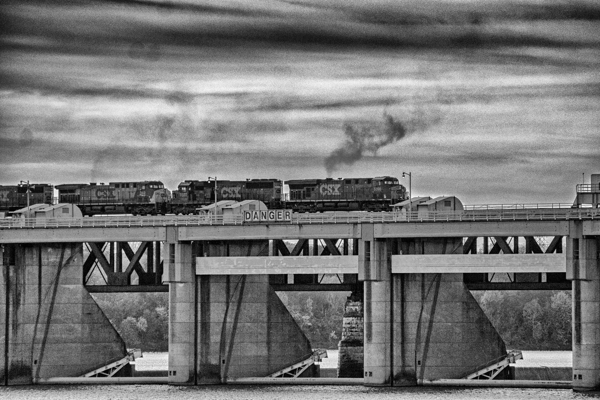 CSX 5396 crossing the LIRC Ohio river bridge by Dean Francisco