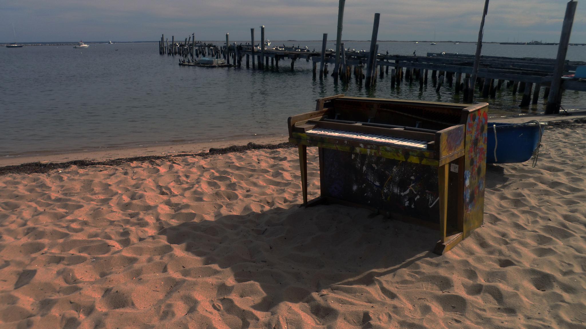 Sandy Piano by Roberto Mendonça Faria