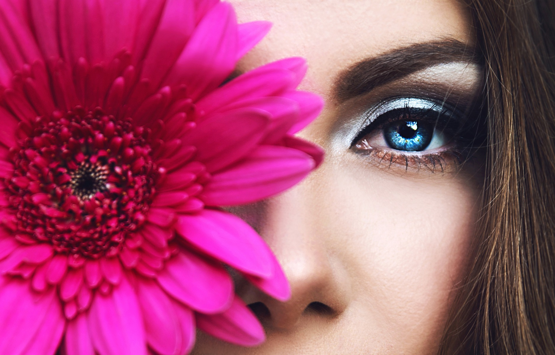 Hypnotizing eye by Alexandra Sashka