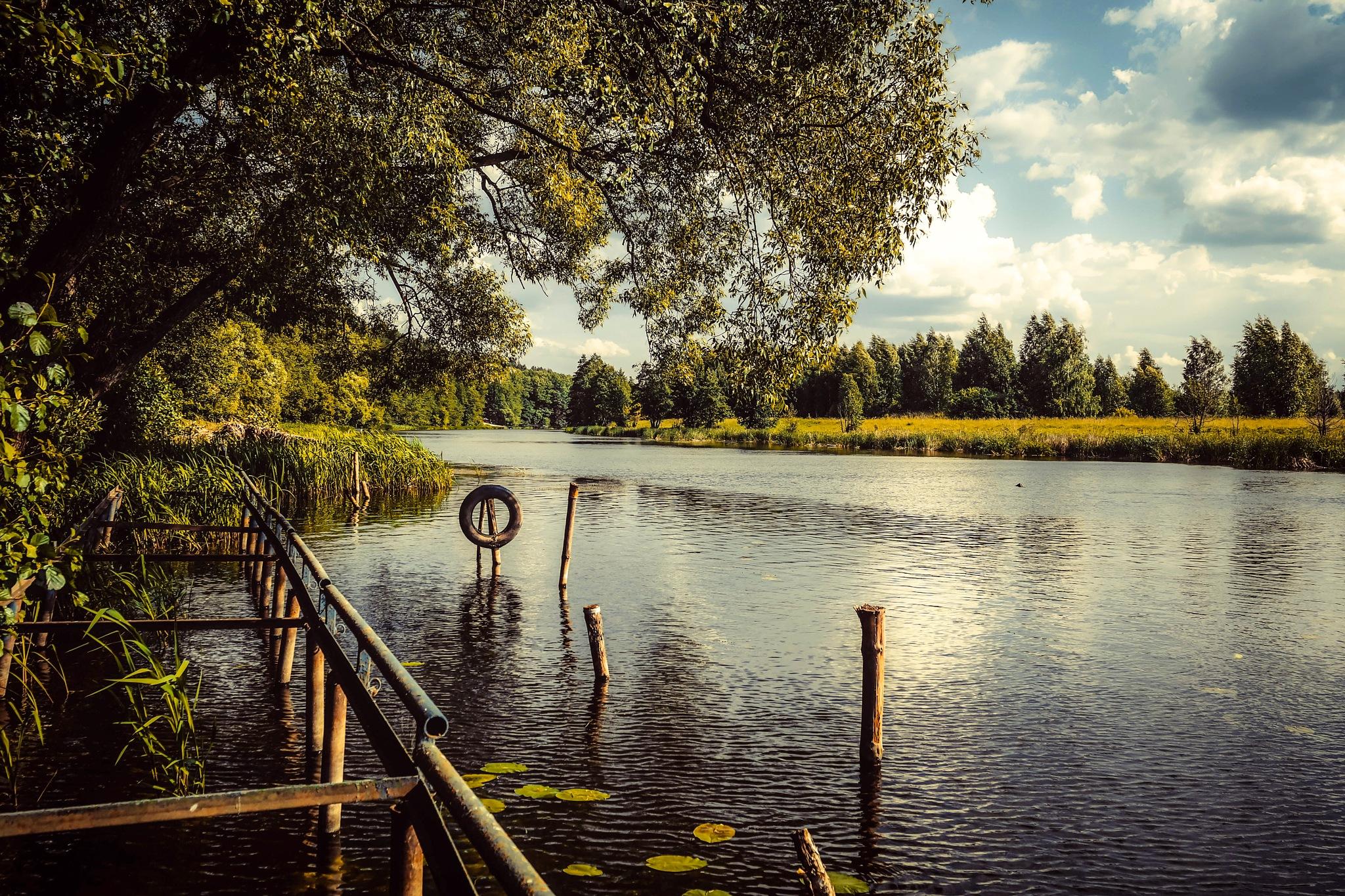 By the river............... by Alexandr  Seleznev
