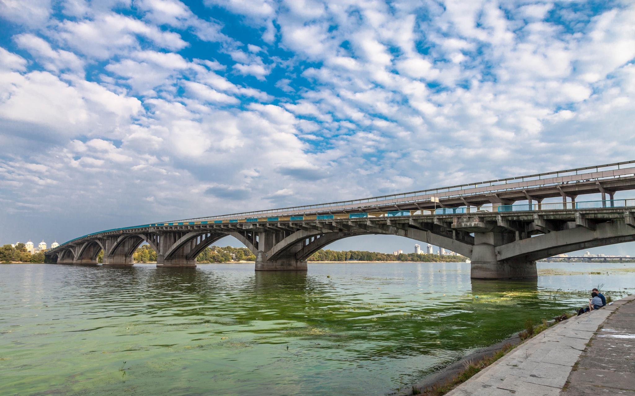 Love under bridge by Mikhail Minakov