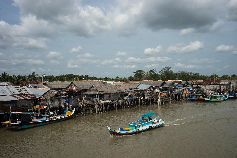 Fishermen's village, Kurau, Bangka by guzwier