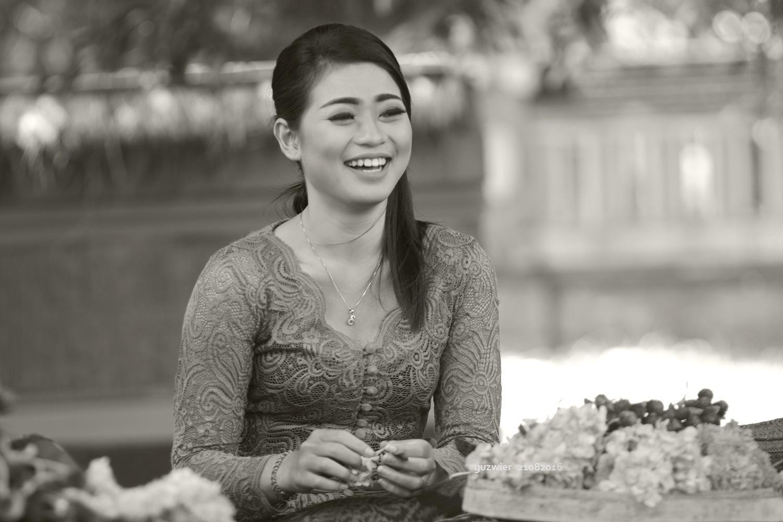 Balinese Woman #4 by guzwier