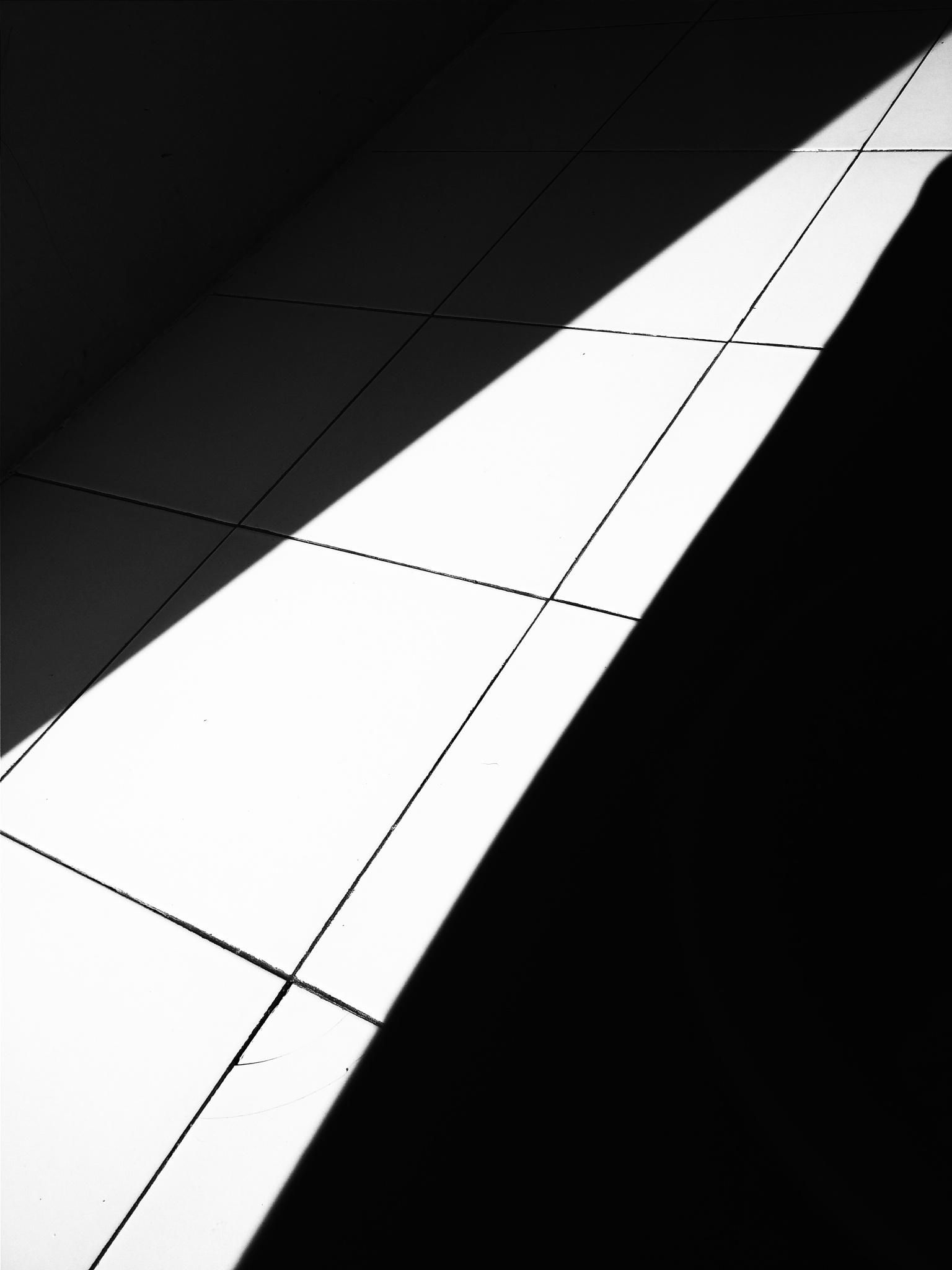 Diagonal shadow.  by ariefyuliandra