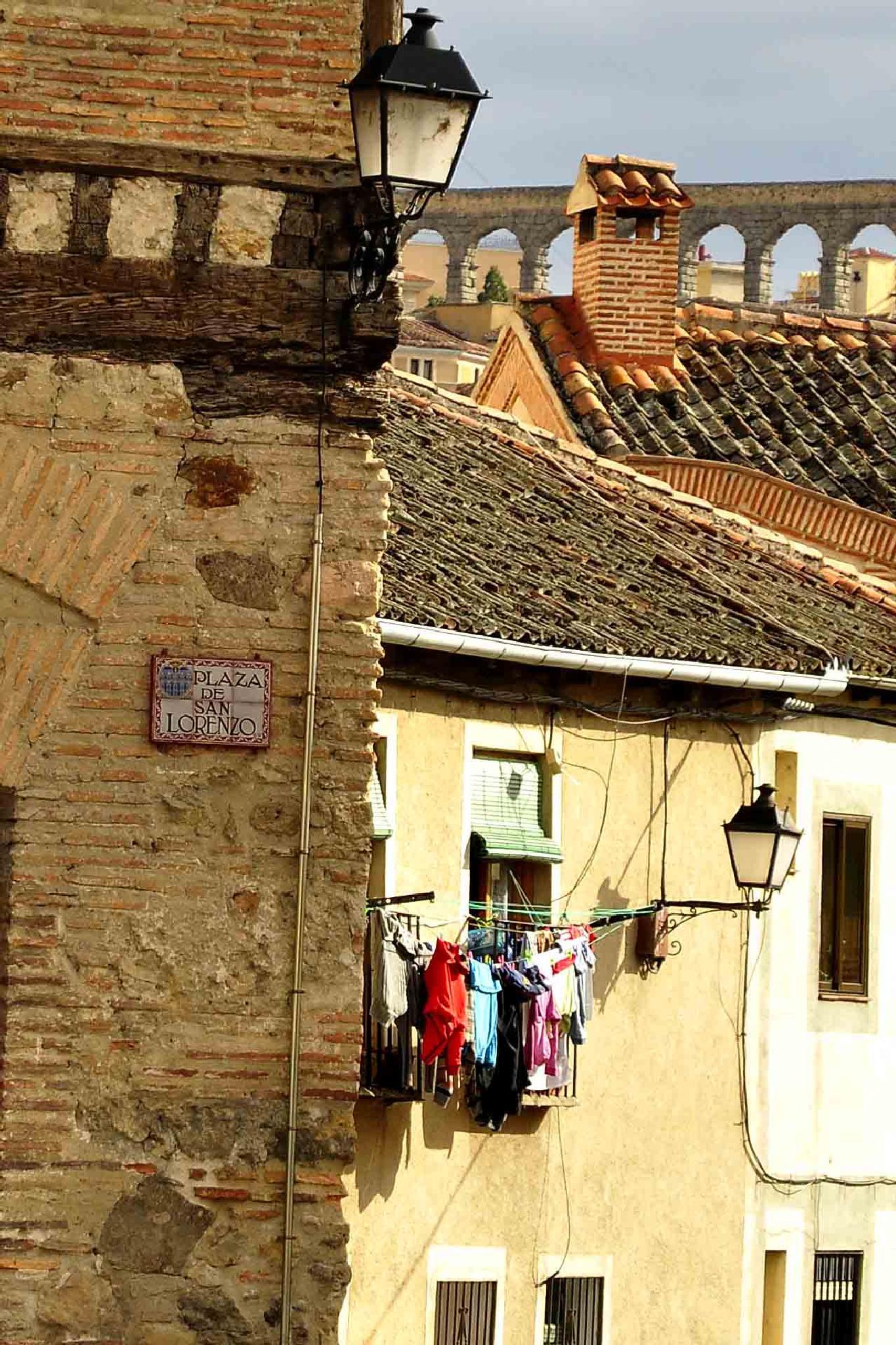 Segovia, Pza de san Lorenzo by Arturo Fernández