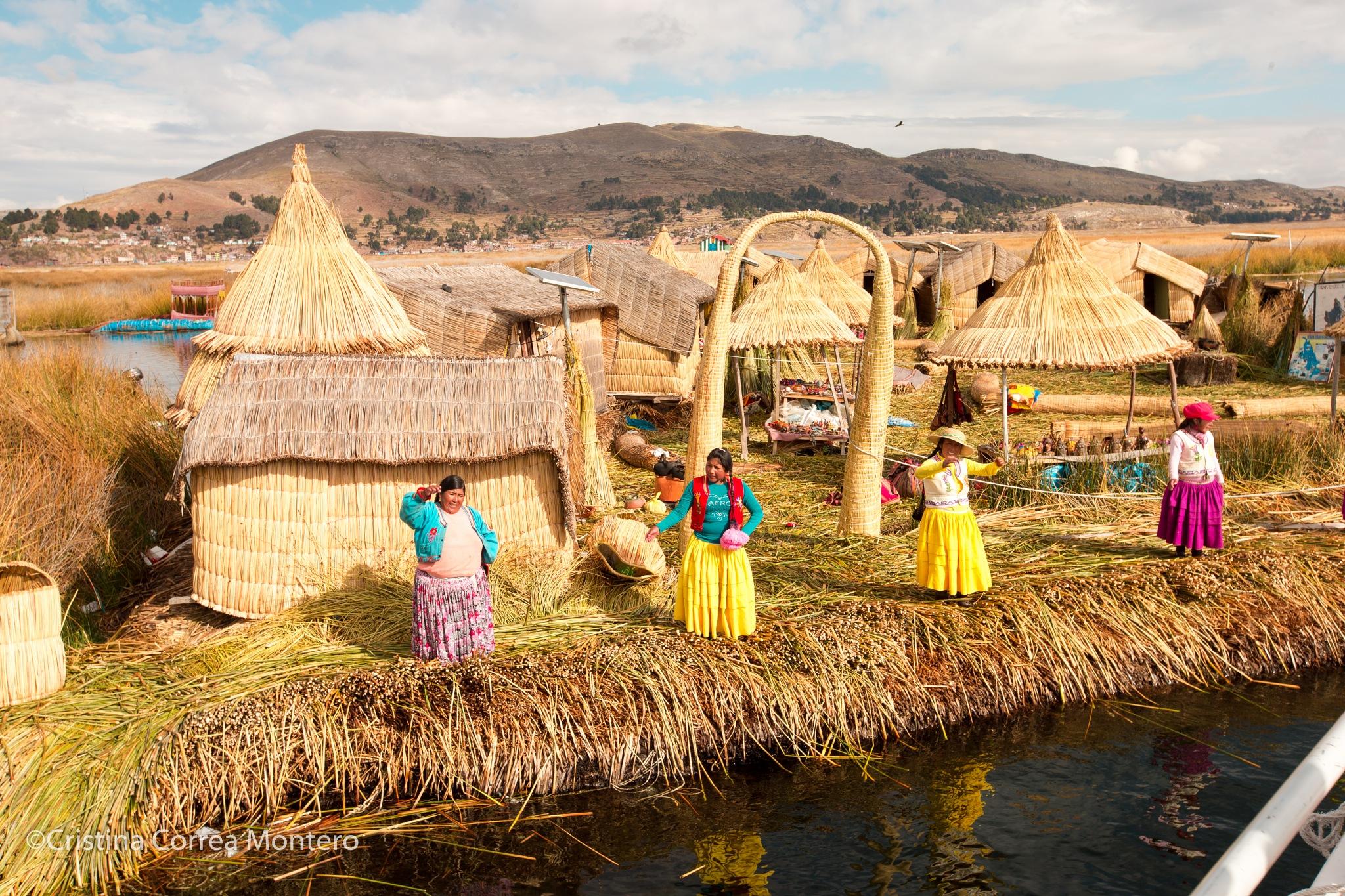 Islas flotantes del Lago Titicaca by Cristina Correa Montero de Ubrig