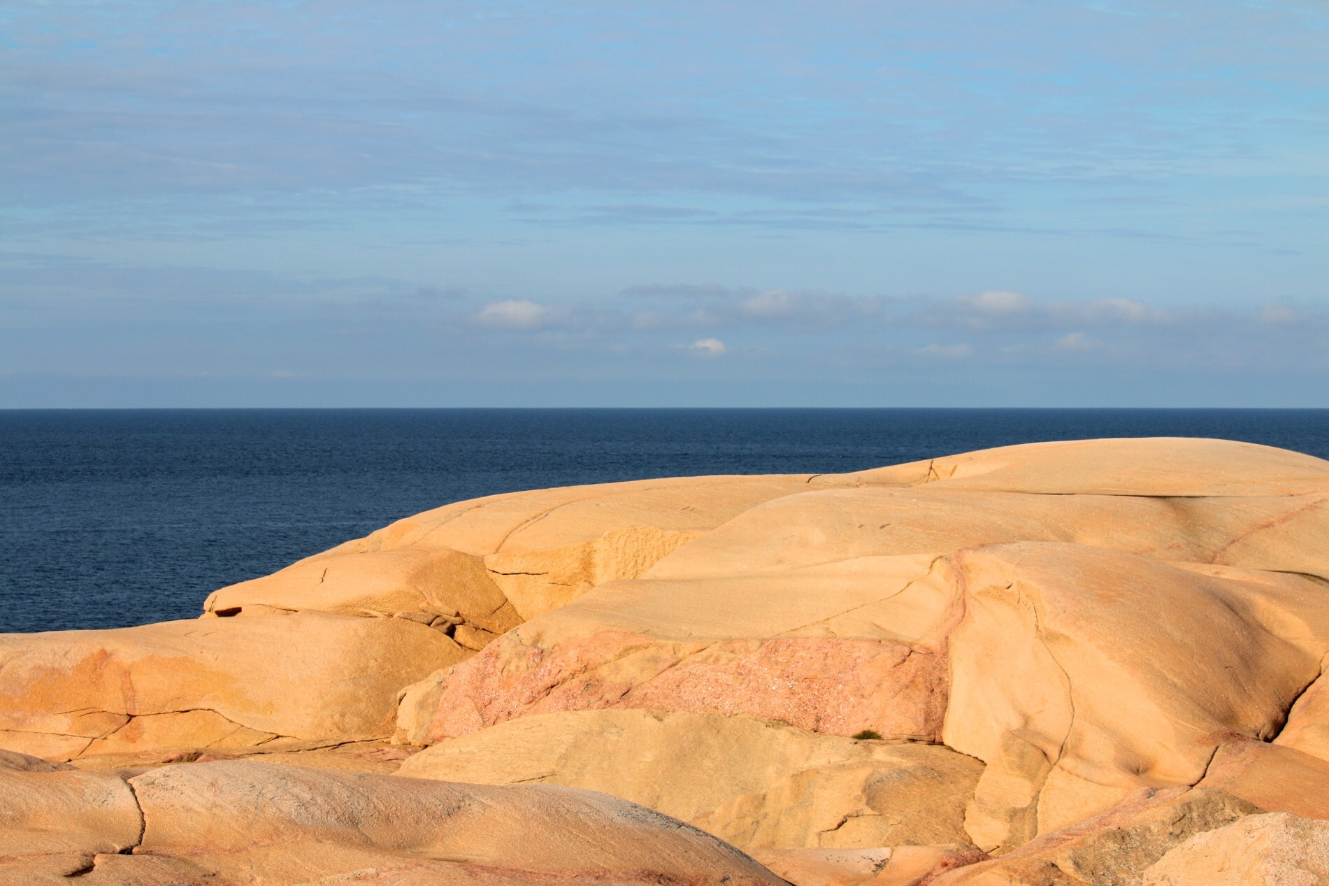 Red Granit in sun by Ingstina