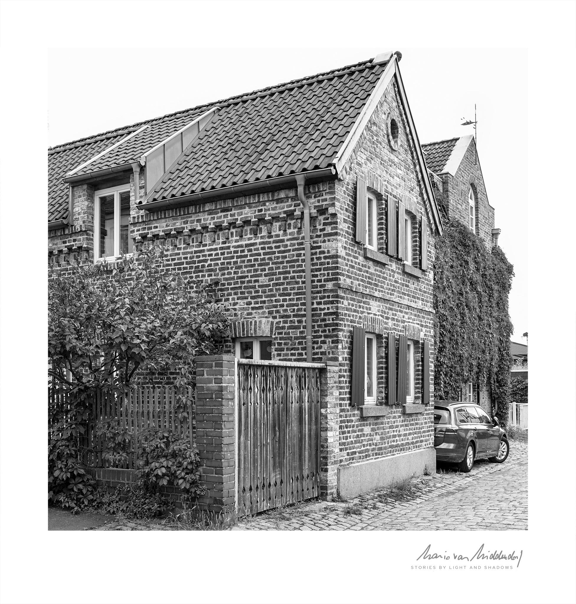 Little Rhine House by Mario van Middendorf