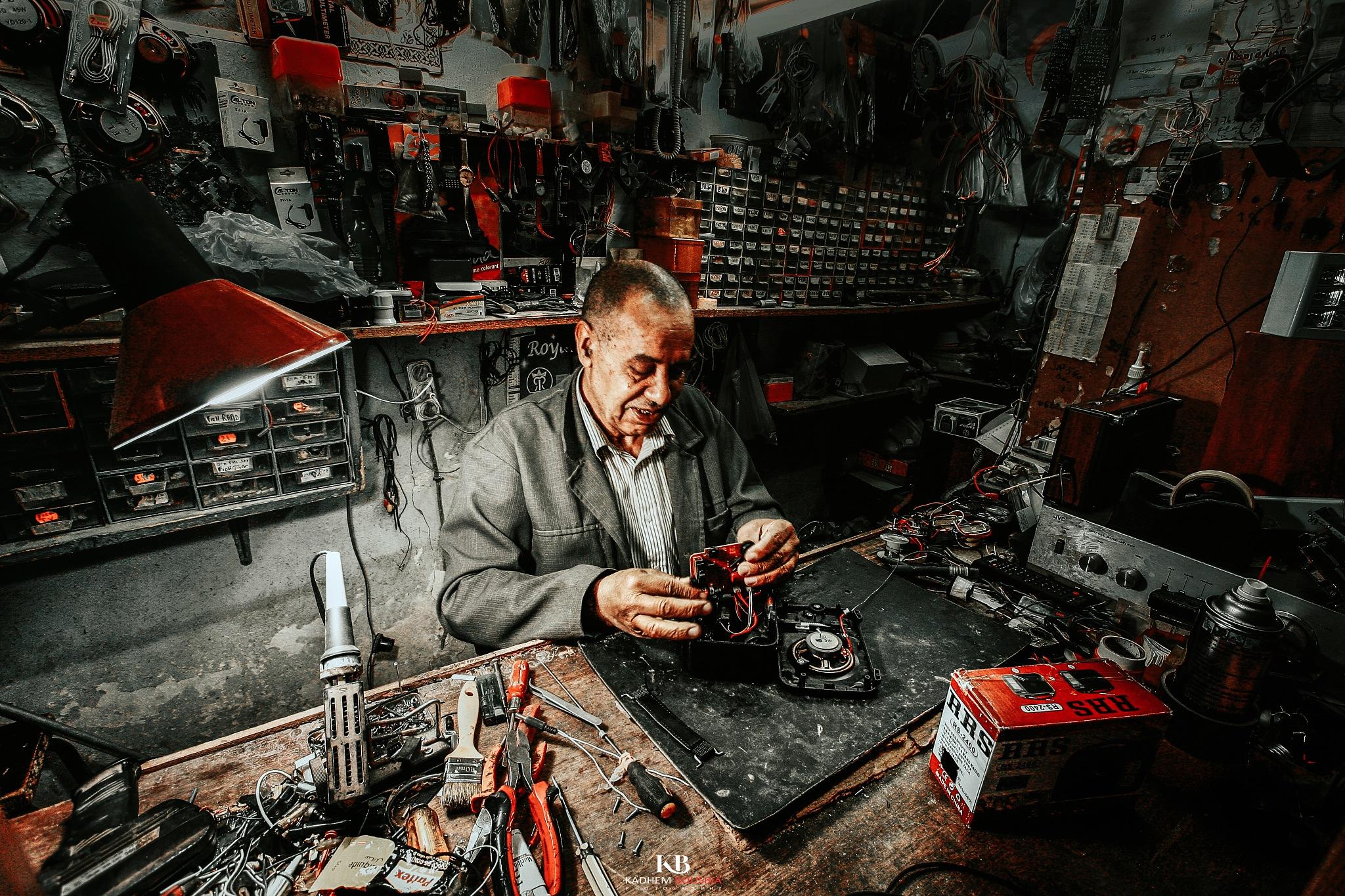 Radio Old Repair II by kadhem bousbia
