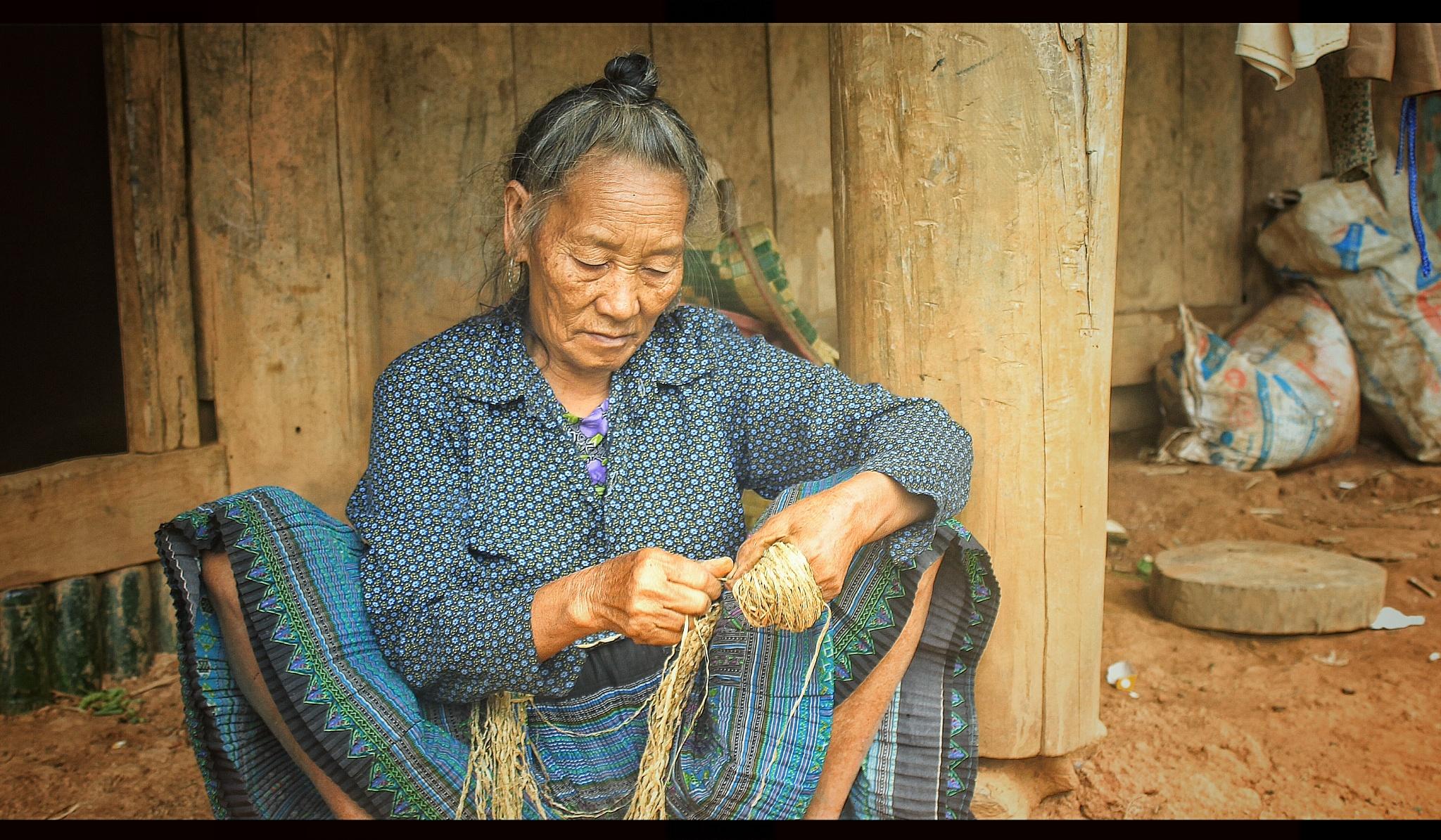 Old woman at Moc Chau ! by Huy Bin