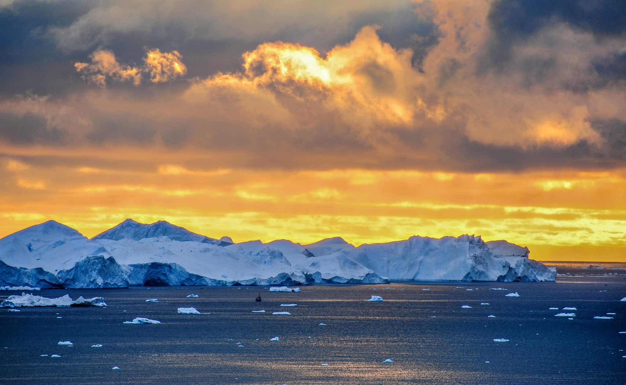 Icebergs by geirole