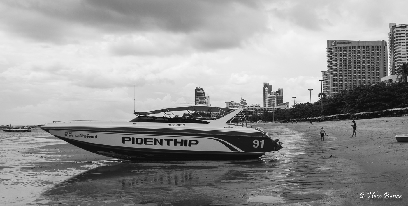 Wanna take a speedboat? Better push. :) :) by HB Photo