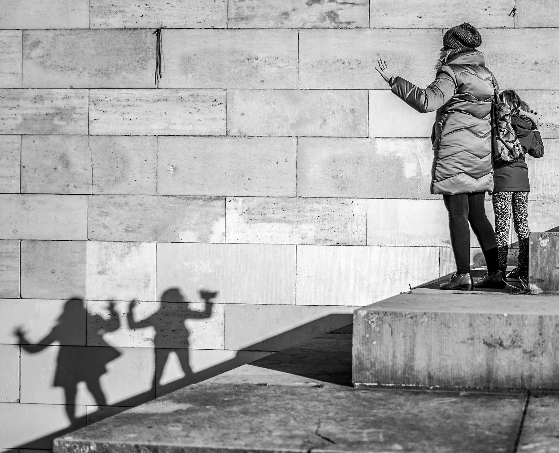 Say hello! by Arne Marenda