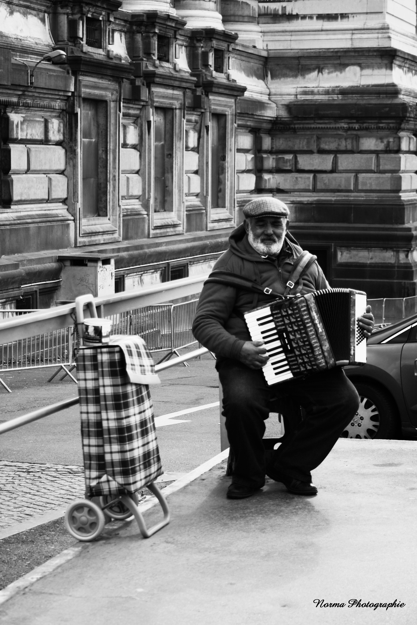 L'accordéoniste by Norma Photographie