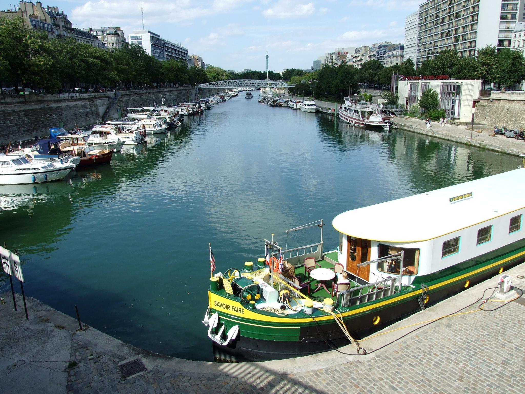 Paris_10_33 by Michail Vekiaris