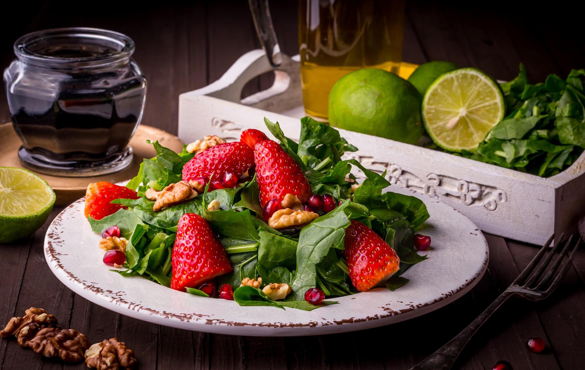 Spinach Salad by Abeer Steitieh
